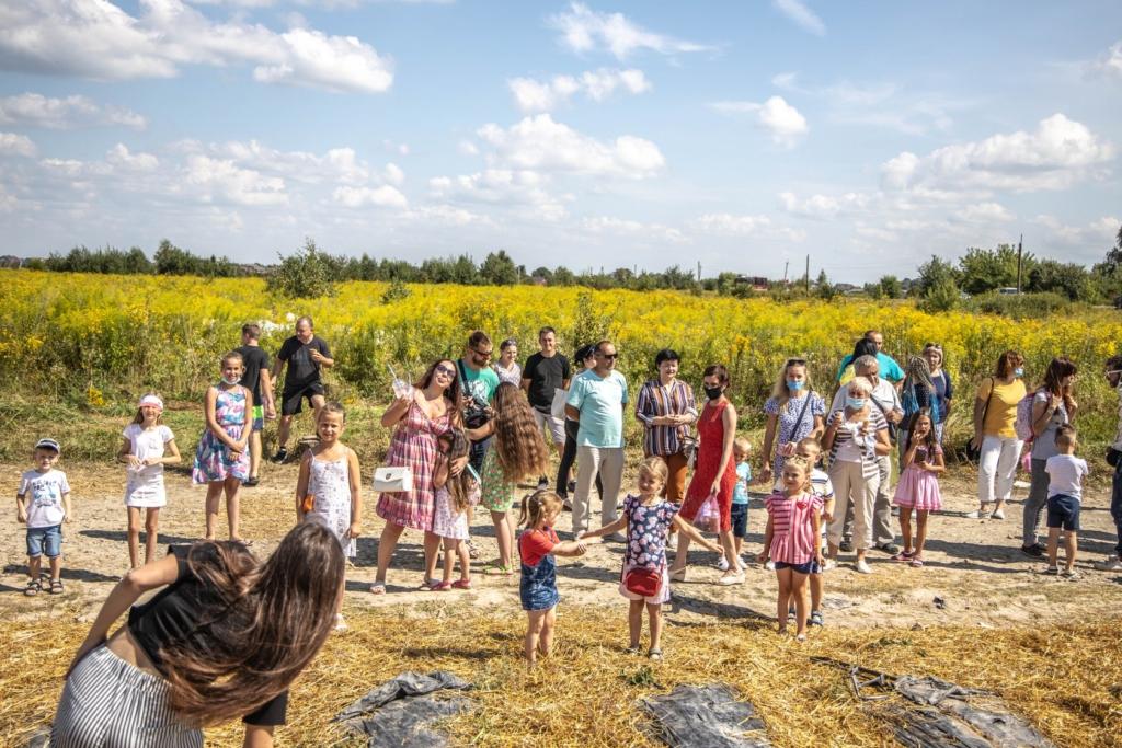 """Прикарпатський фермер влаштував фестиваль серпневої """"Полуниці на відкритому полі"""" 4"""