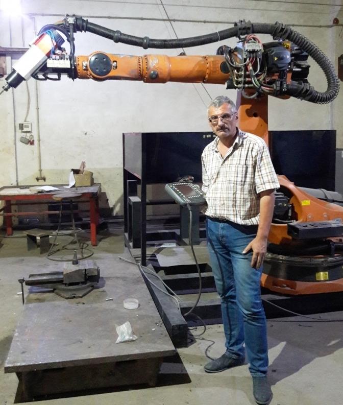 В університеті нафти й газу тестують нового робота-маніпулятора 2