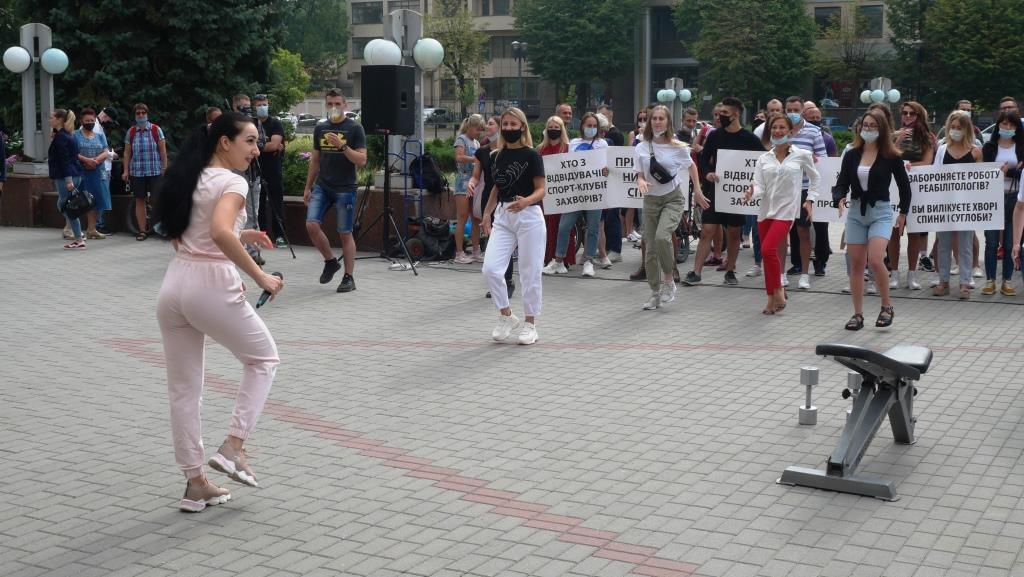 Франківці вдруге вийшли на акцію проти закриття спортзалів та фітнес-центрів 1