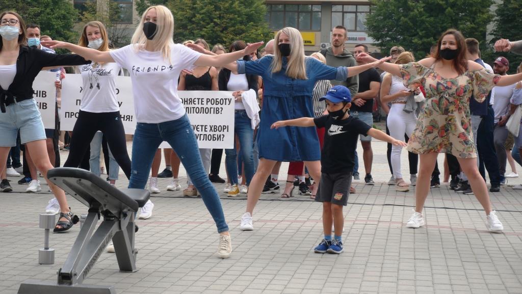 Франківці вдруге вийшли на акцію проти закриття спортзалів та фітнес-центрів 3