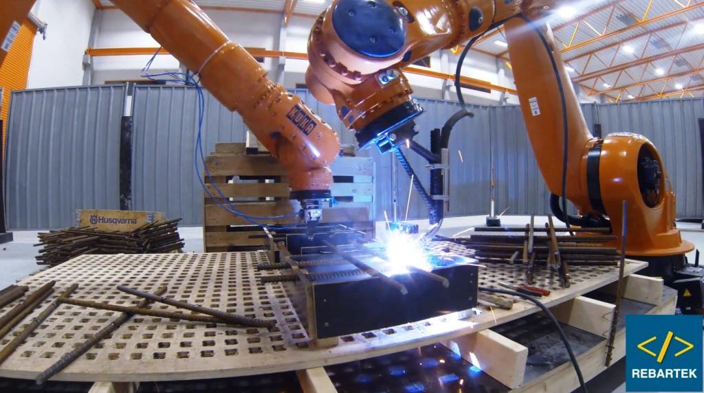 В університеті нафти й газу тестують нового робота-маніпулятора 3