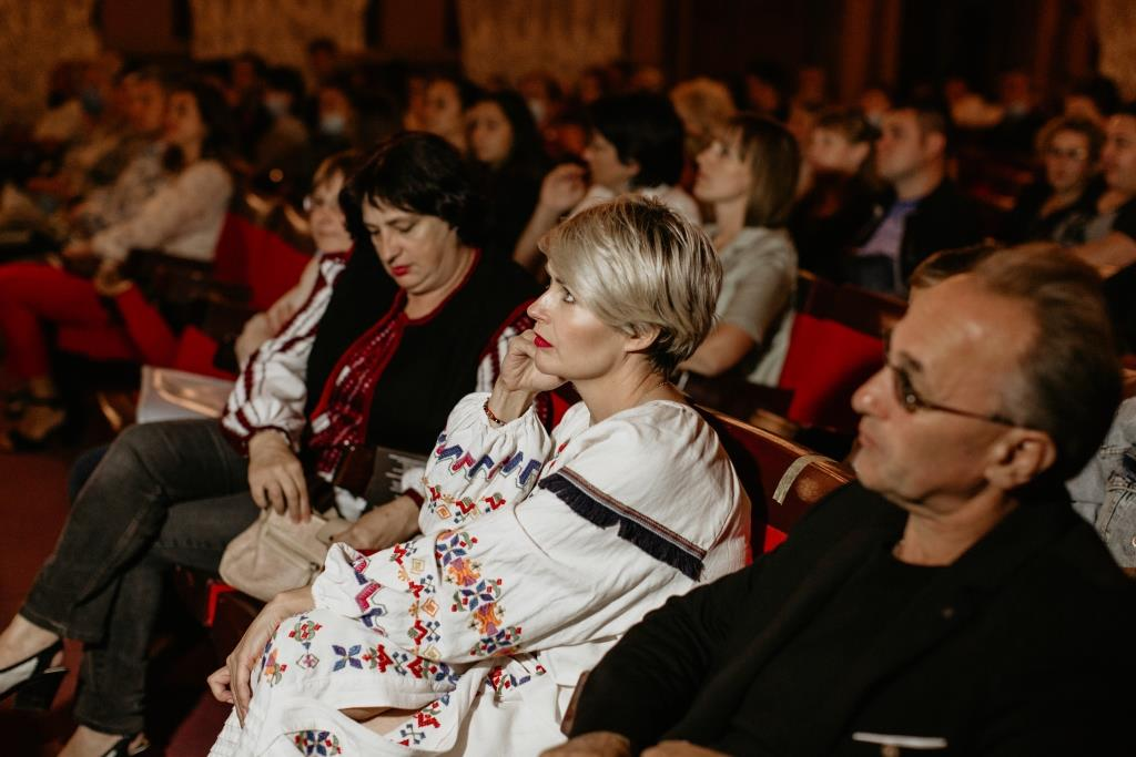 Франківський театр у Надвірній показав виставу «Заробітчанки, або Мамо, повернись» 2