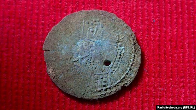 Унікальний скарб: 38 срібних монет, яким 1000 років, знайшов і передав у музей рибалка 3