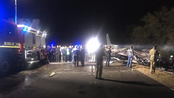 Кастастрофа військового літака під Харковом: пошуки трьох осіб досі тривають 2