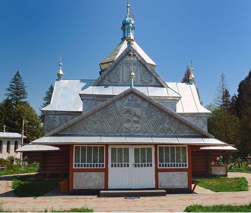 Поблизу найстарішого храму Гуцульщини облаштовують паломницькі місця 4