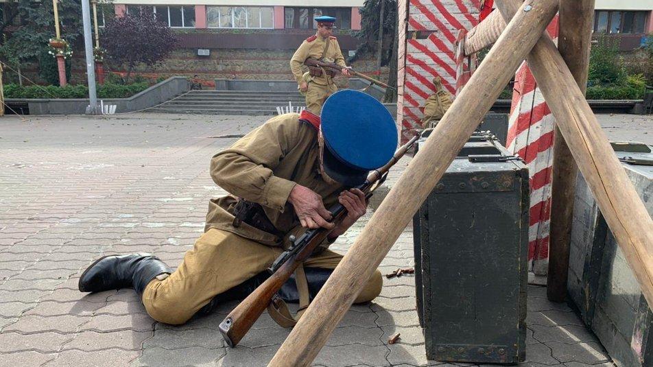 З гарматами та кулеметами. У Франківську відтворили бій НКВС із УПА 4