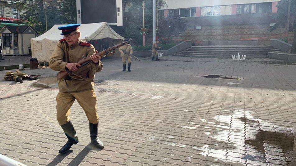 З гарматами та кулеметами. У Франківську відтворили бій НКВС із УПА 6