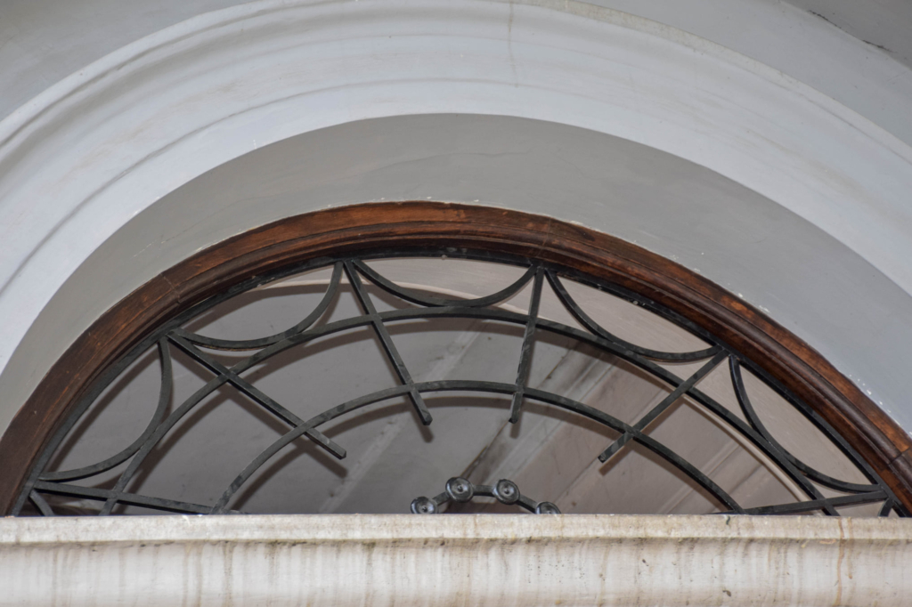 Франківська пам'ятка архітектури отримала реставровані за 58 000 двері 3