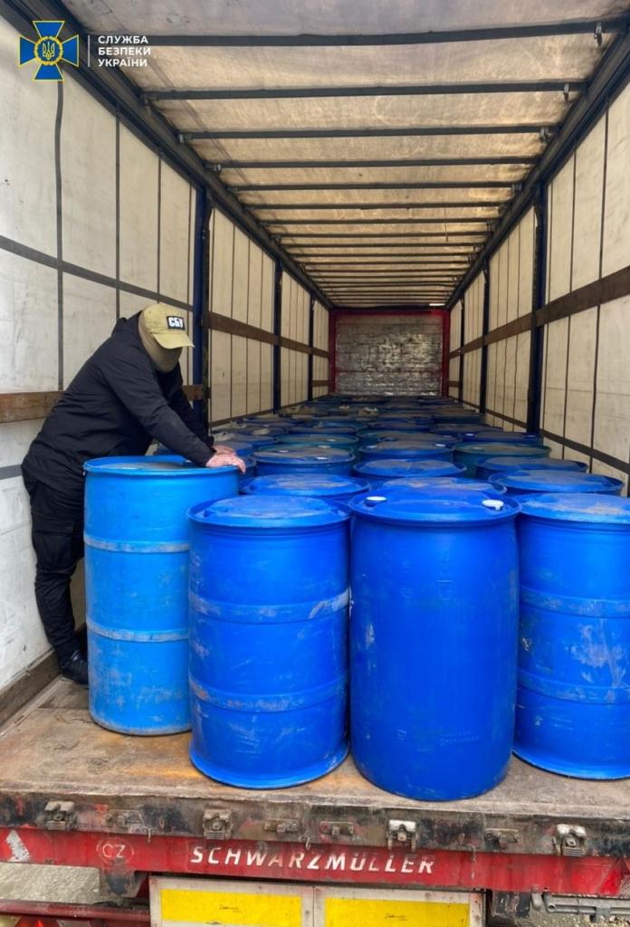 На Прикарпатті керівництво горілчаного підприємства викрили на збуті нелегального спирту на десятки мільйонів гривень 1