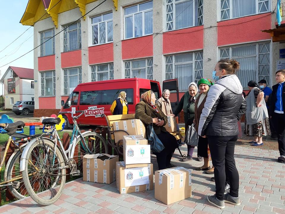 Карітас передав 267 продуктових наборів мешканцям Спаської ОТГ, які втратили врожай через повінь 2