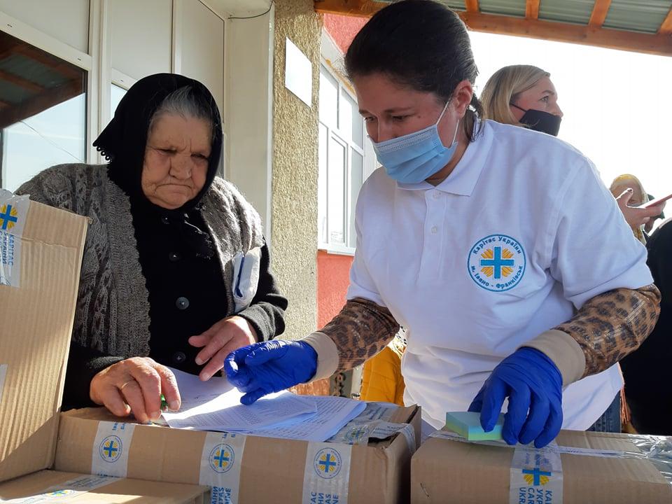 Карітас передав 267 продуктових наборів мешканцям Спаської ОТГ, які втратили врожай через повінь 1