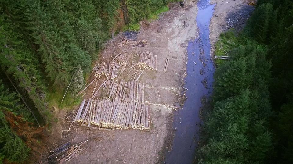 Річку Лімниця перетворили на дорогу для важкої техніки