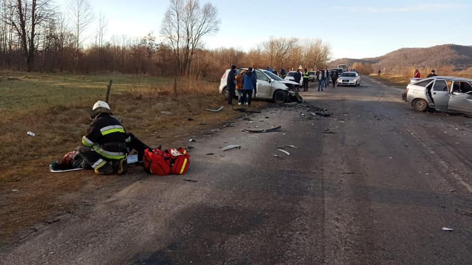 На Долинщині зіткнулися авто - загинула 13-річна дівчинка, четверо в лікарні 1