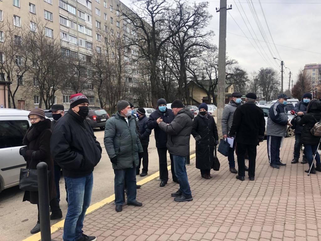 """У Франківську """"тарифного майдану"""" не сталося: на протест вийшли до пів сотні людей 1"""
