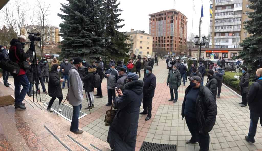 """У Франківську """"тарифного майдану"""" не сталося: на протест вийшли до пів сотні людей 6"""