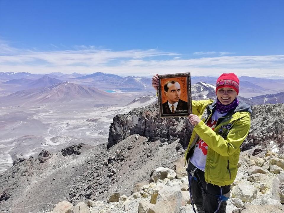 Франківська мандрівниця піднялася на найвищий вулкан світу 1