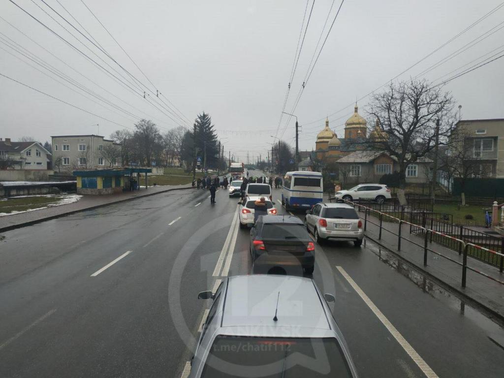 У Ямниці - протест: вп'яте перекрили автотрасу на Галич 1