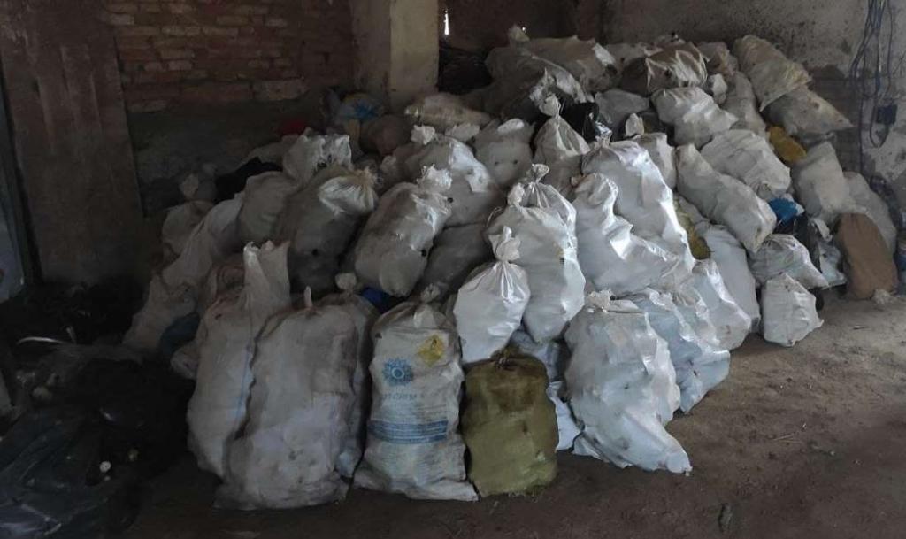 Понад три тонни: село на Долинщині збирає склотару на спільну справу 3