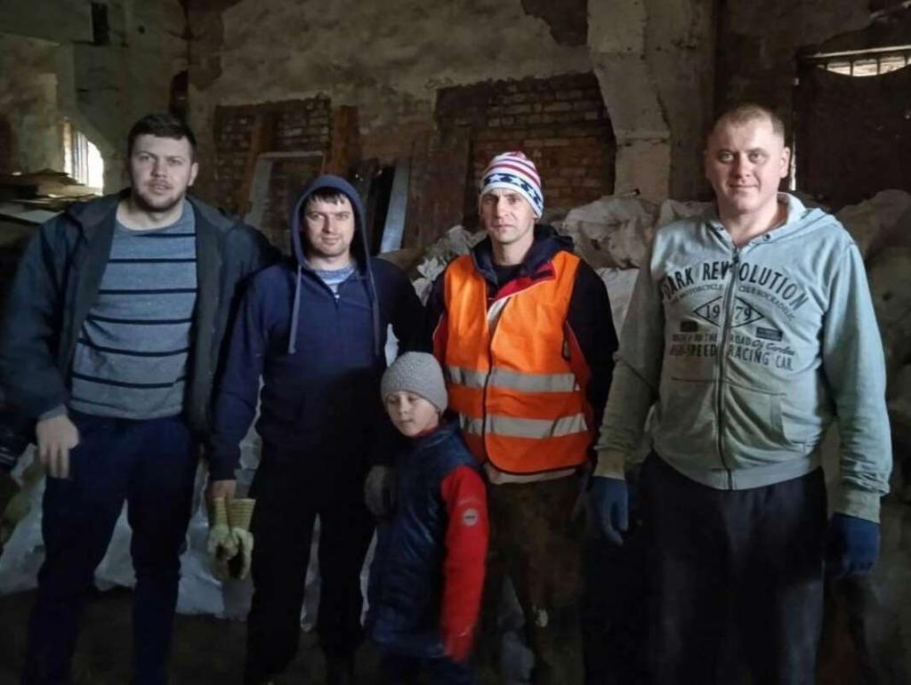 Понад три тонни: село на Долинщині збирає склотару на спільну справу 2