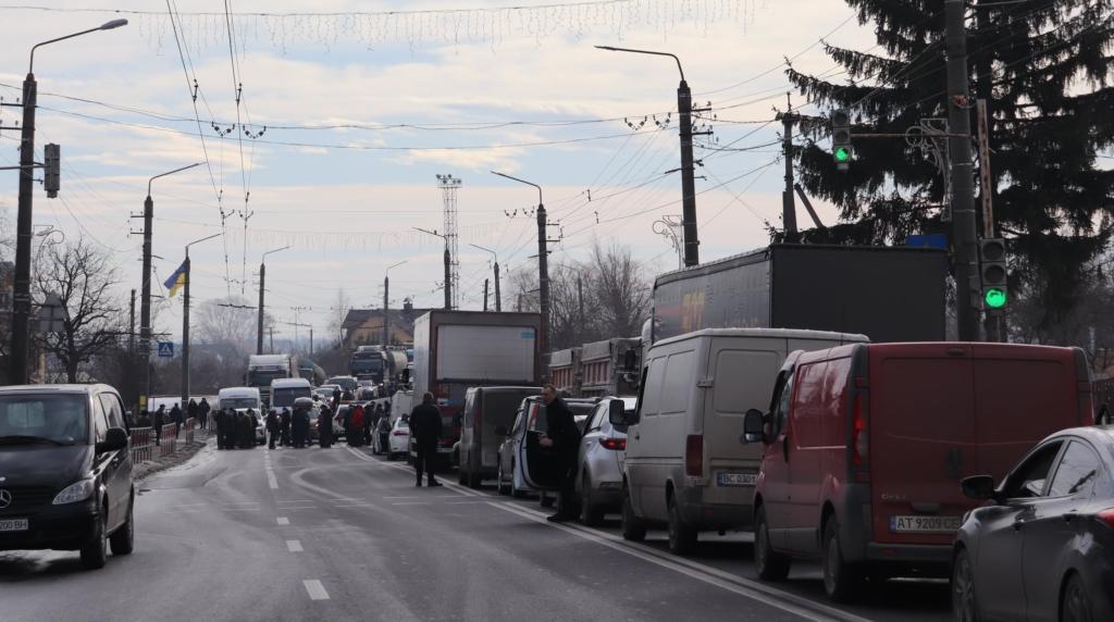 У Ямниці - протест: вп'яте перекрили автотрасу на Галич 2