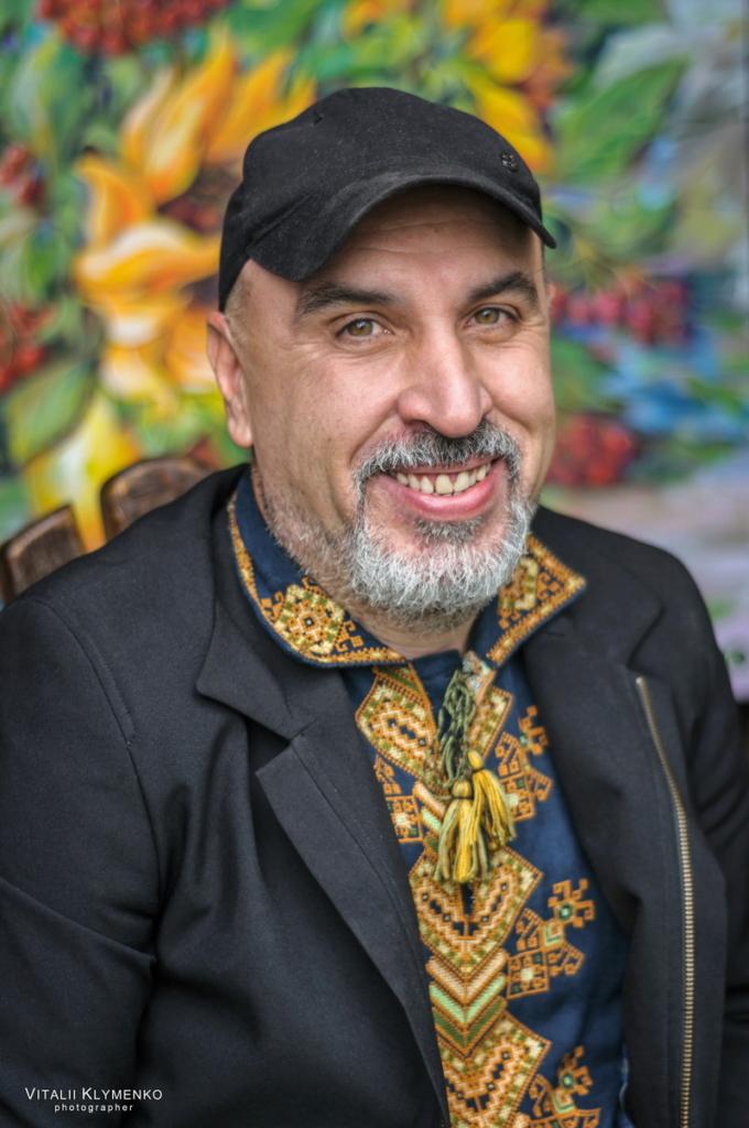 Прикарпатські художники виставляють на аукціон картини, щоби допомогти онкохворому колезі 1