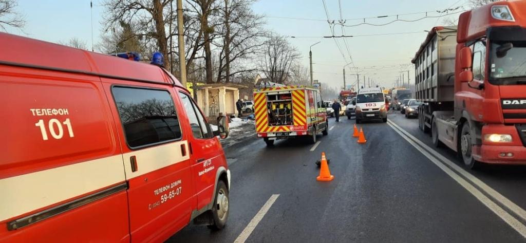 В Угринові зіткнулися 6 машин: на в'їзді у місто величезний затор 2