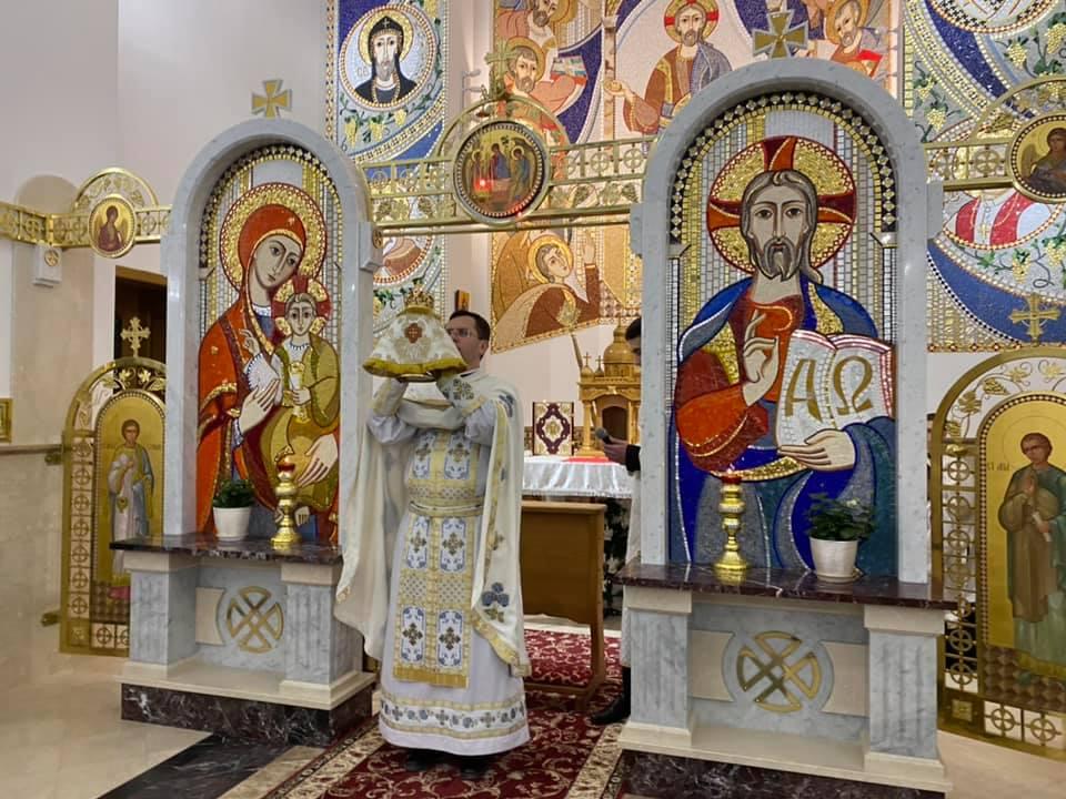 """У франківському храмі пропонують стрітенські свічки – збирають пожертви на дитсадок """"Ковчег"""" 3"""