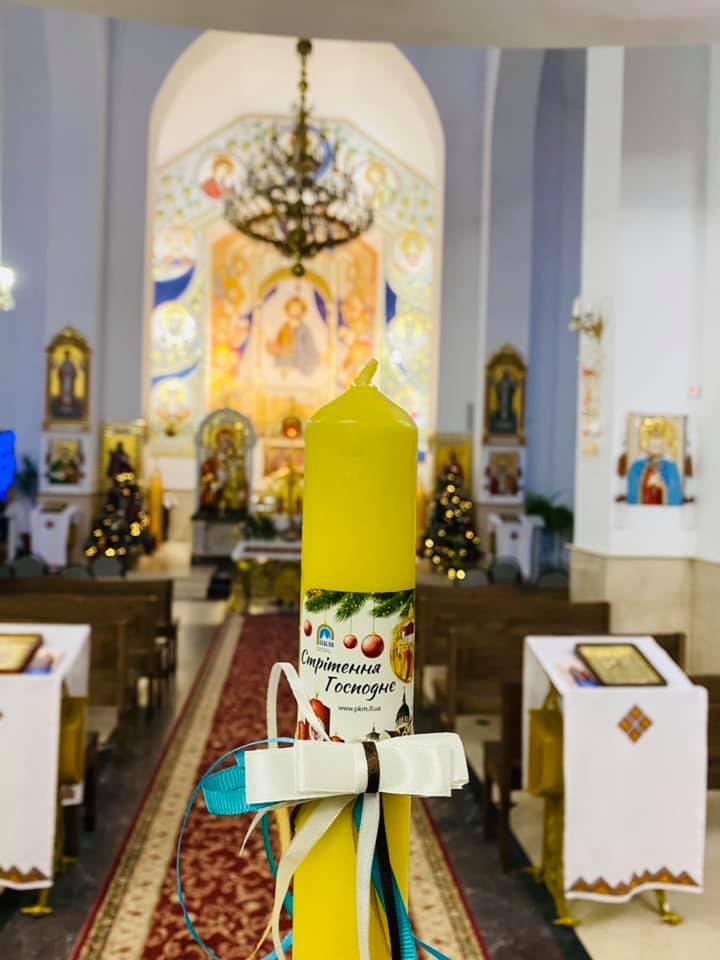 """У франківському храмі пропонують стрітенські свічки – збирають пожертви на дитсадок """"Ковчег"""" 1"""
