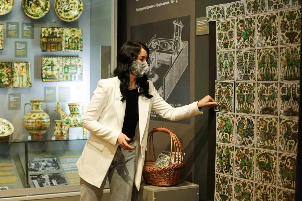У косівському музеї дозволили зазирати у шухляди, торкатися до експонатів та проходити квести 1
