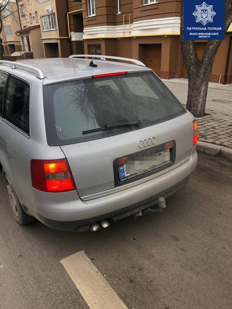 Франківські патрульні виявили двох водіїв з підробленими документами 1