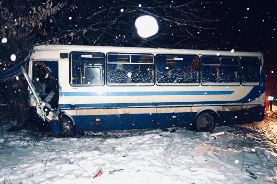 5 травмованих: деталі аварії за участю рейсового автобуса на Коломийщині 2