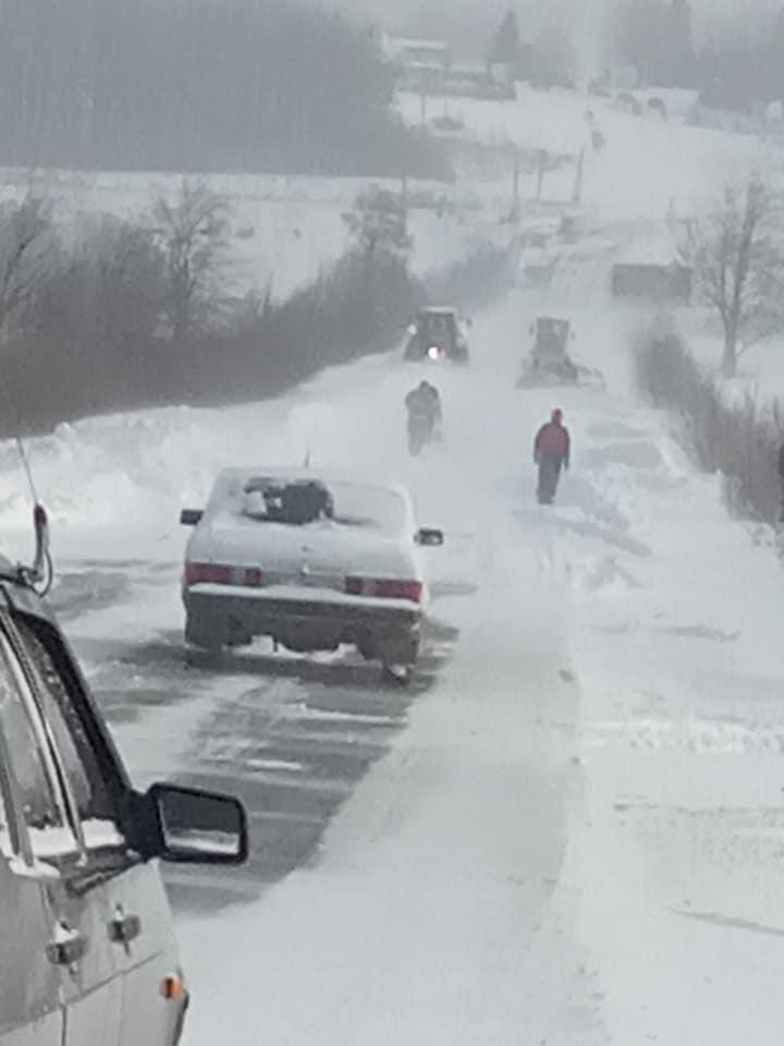 На Городенківщині екстрено чистять дороги: проїзду до Коломиї немає 1