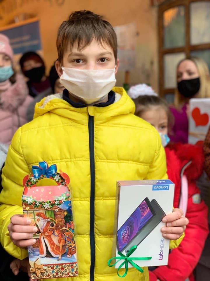 Нагородили юних художників, переможців благодійного конкурсу у франківському Бастіоні 6