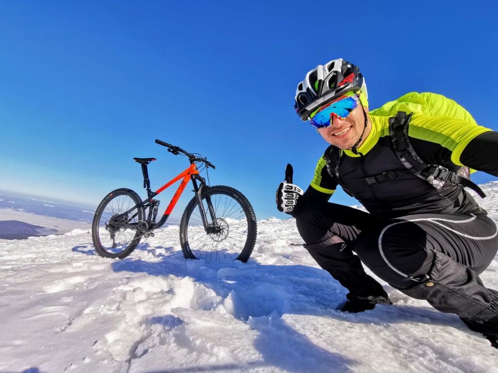 Франківець на велосипеді піднявся на зимову Говерлу 1