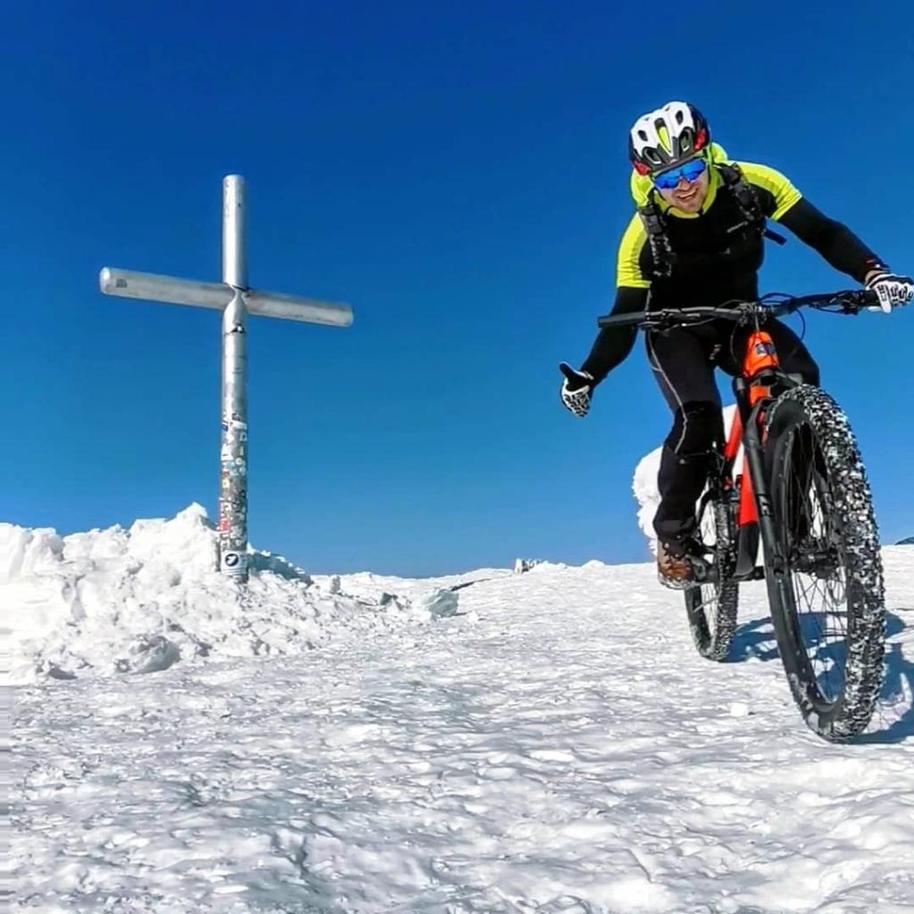 Франківець на велосипеді піднявся на зимову Говерлу 5
