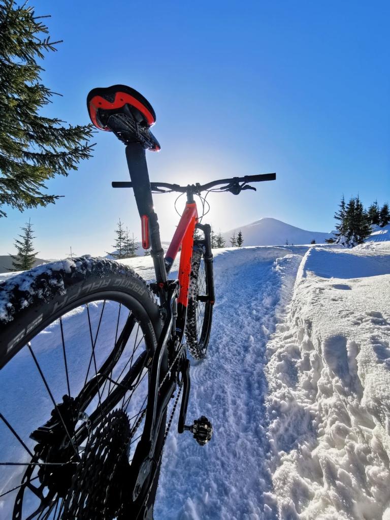Франківець на велосипеді піднявся на зимову Говерлу 7