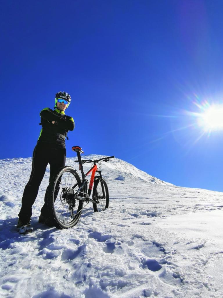 Франківець на велосипеді піднявся на зимову Говерлу 6