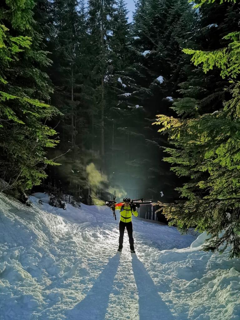 Франківець на велосипеді піднявся на зимову Говерлу 2