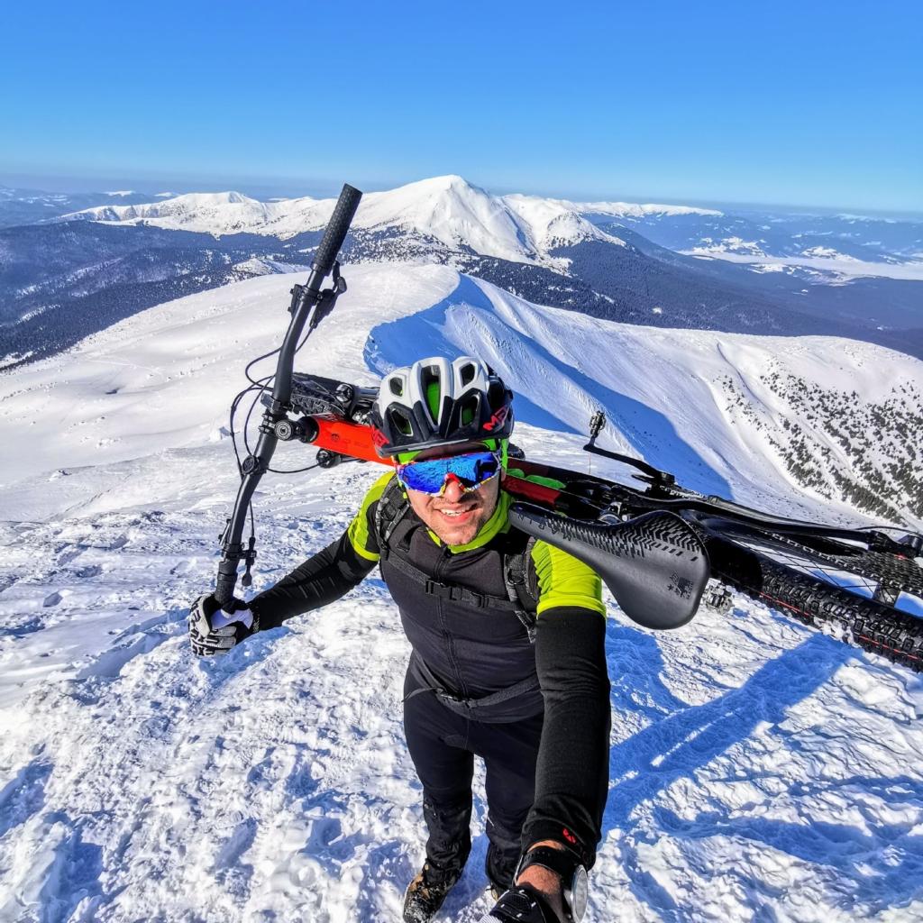 Франківець на велосипеді піднявся на зимову Говерлу 3