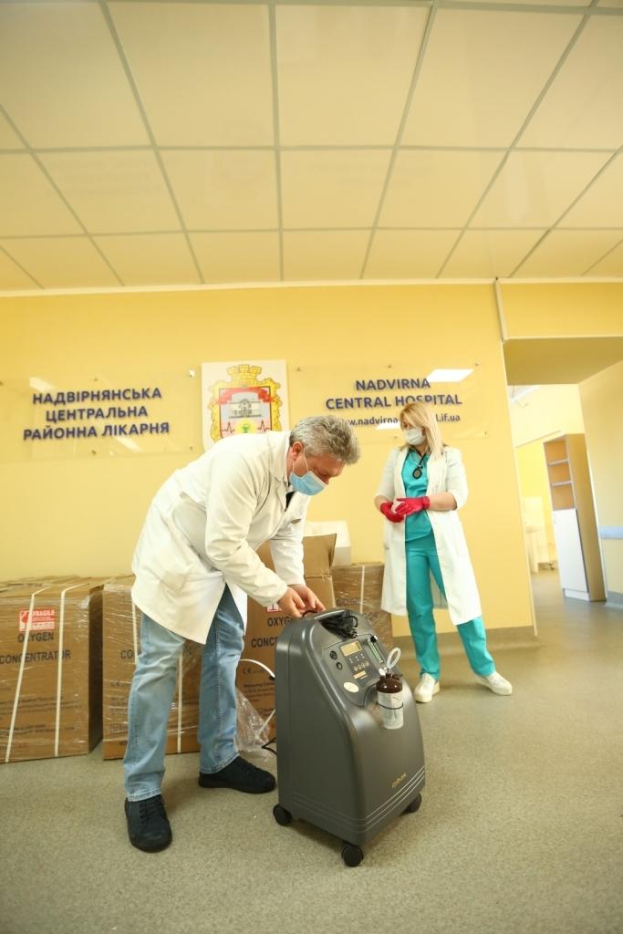 Для боротьби з COVID-19 Яремчанська та Надвірнянська лікарні отримали кисневі концентратори 1
