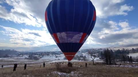 Група екстремалів перелетіла Карпати на повітряних кулях та приземлилася в Долині 2