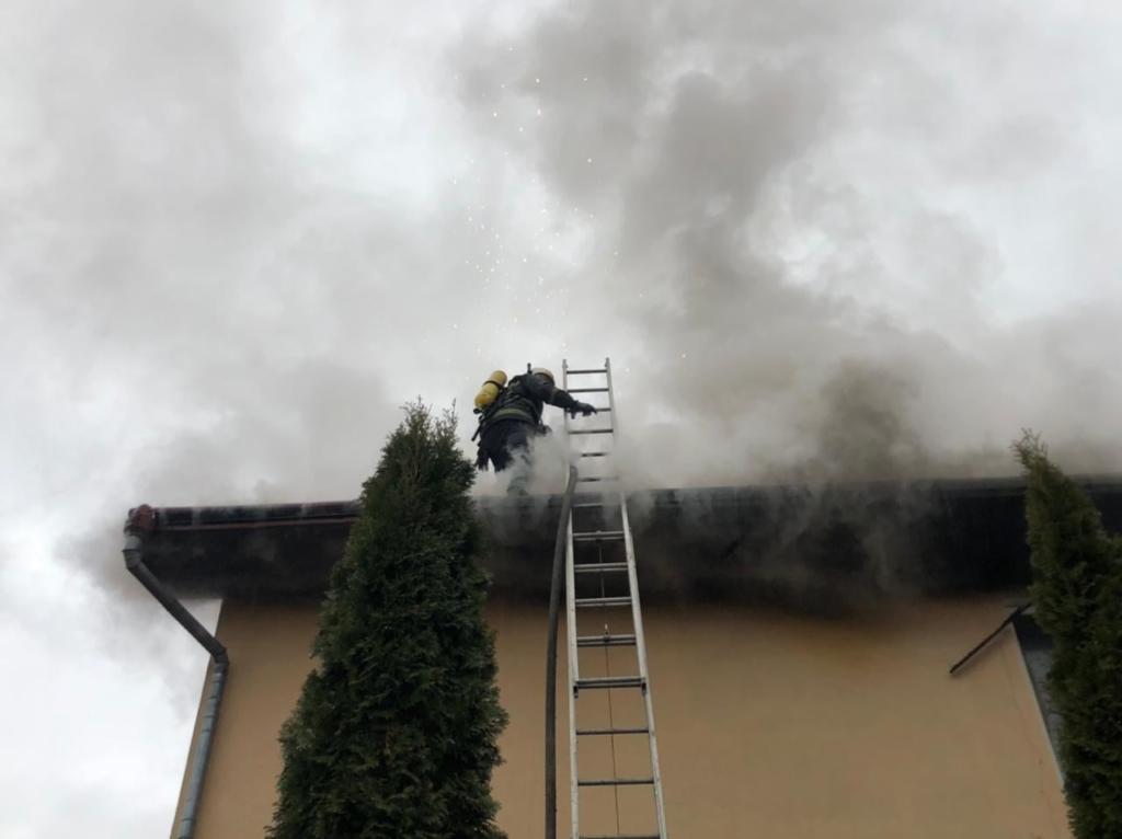 У Калуші на пожежі врятували 12-річну дівчинку 1