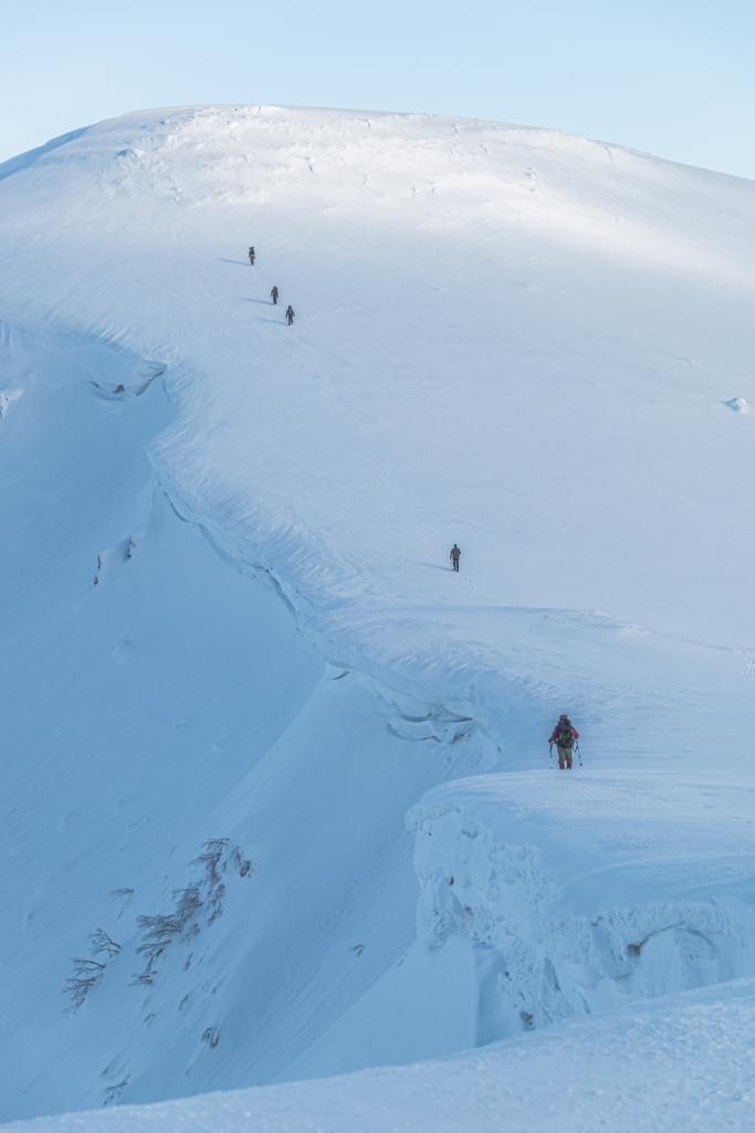 ДСНС попереджає про значну сніголавинну небезпеку в Карпатах 1