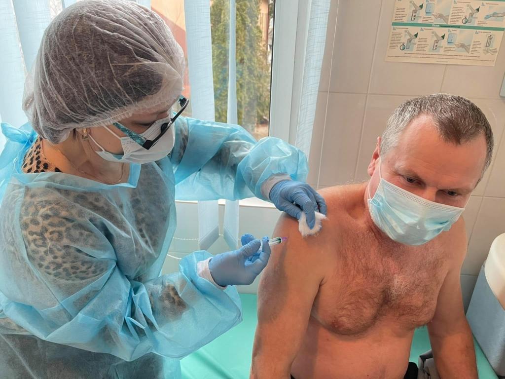 У Франківську сьогодні від COVID вакцинувалися 59 медиків 7