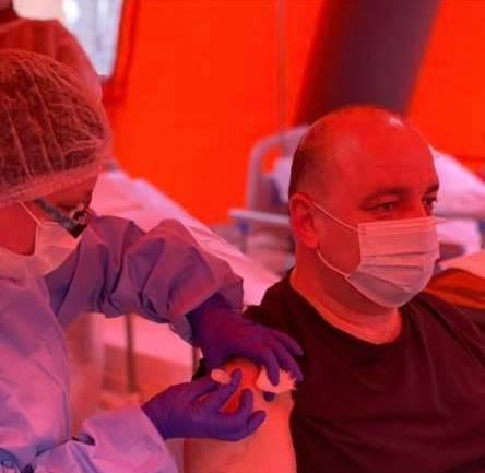 Від COVID-19 вакцинувався головний санітарний лікар Прикарпаття 1