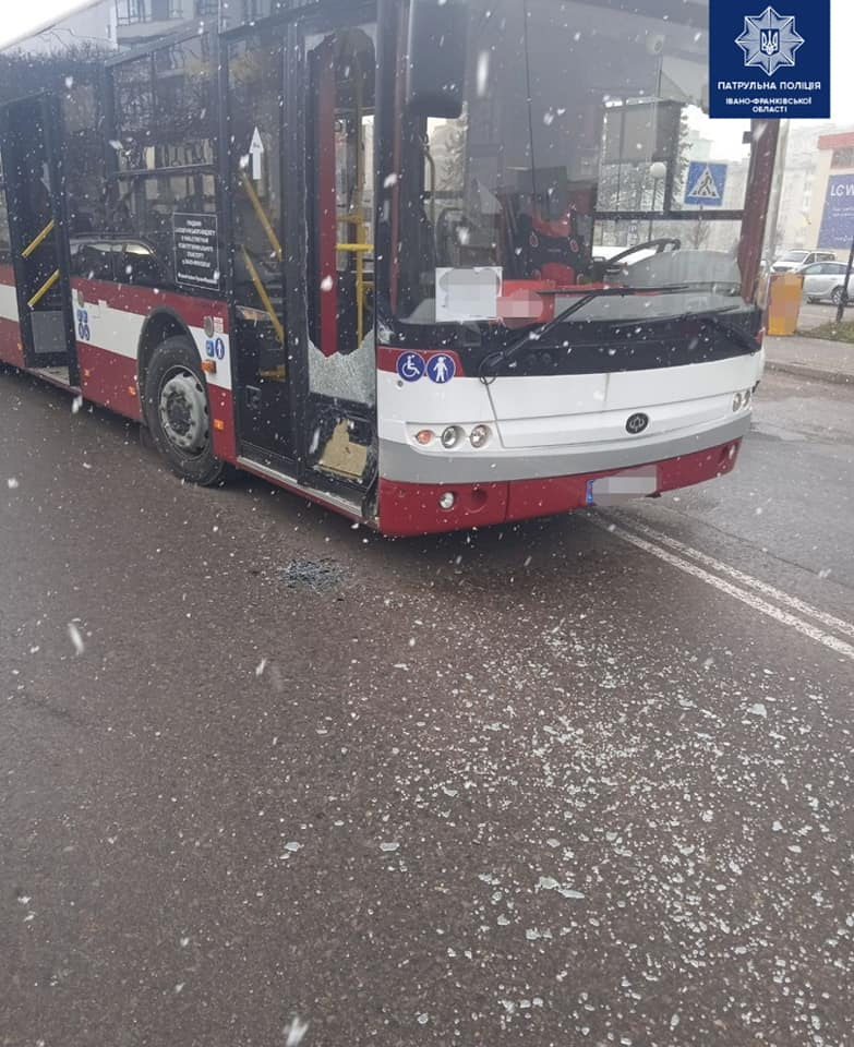 Пяна водійка вдарила автобус