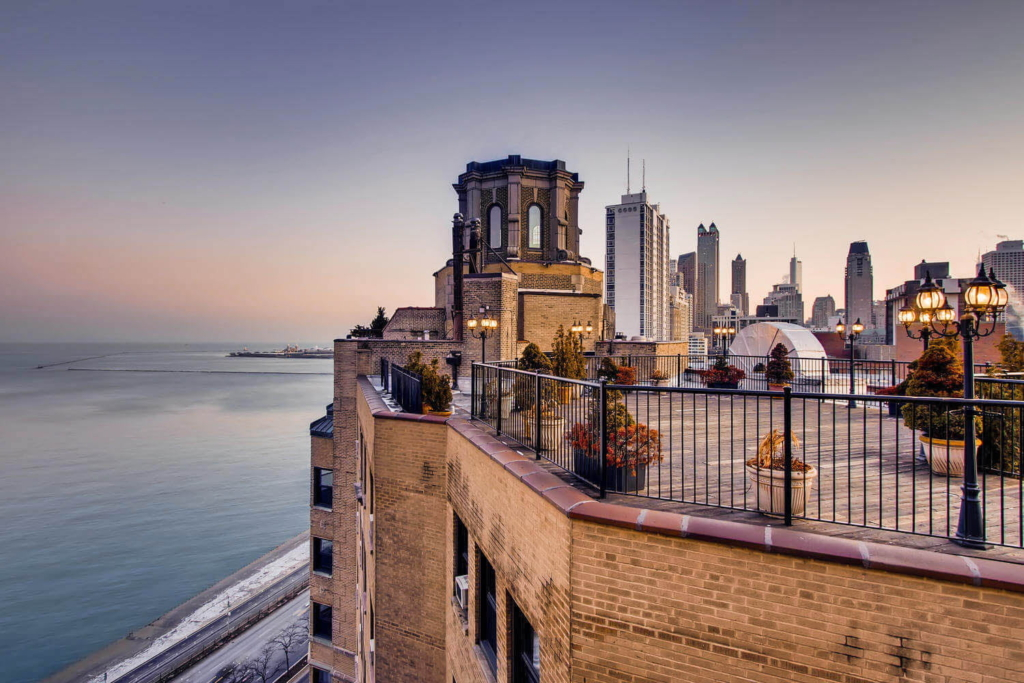 дах одного з будинків у Чикаго за проектом Фредеріка (Фреда) Януша