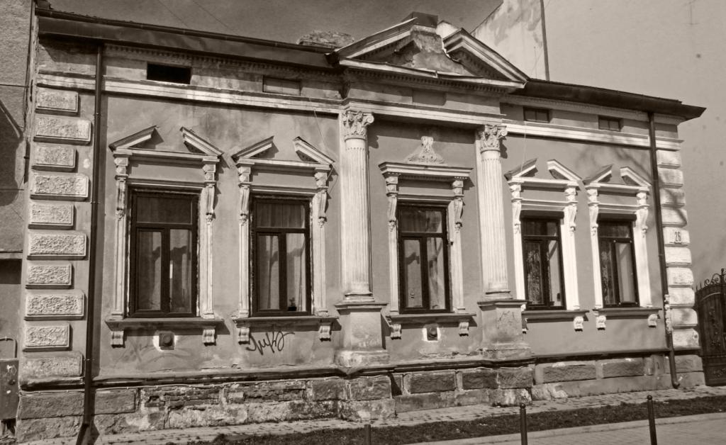 одноповерхова історична забудова Івано-Франківська