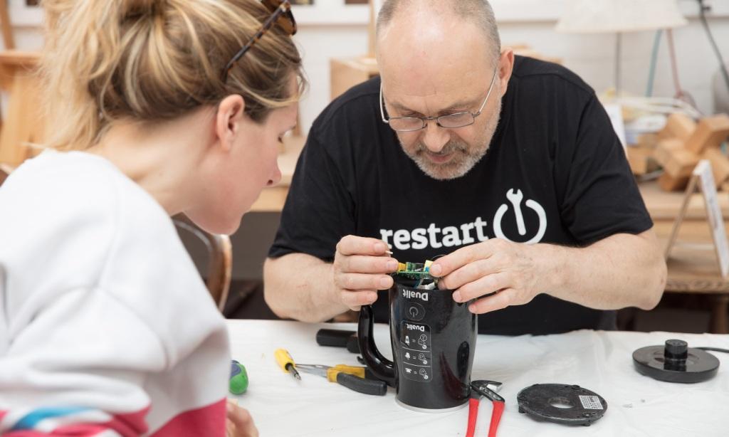 У ремонтних кафе можна безкоштовно відремонтувати побутову техніку