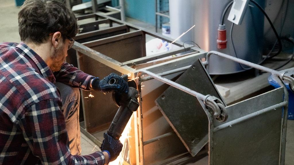 У Парасольці відновили металевий візок